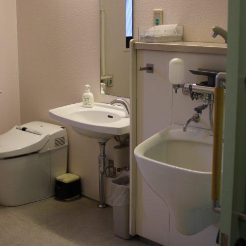 写真3_身障者用トイレ